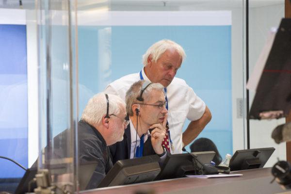 Knut Holzscheck (Geschäftsführer von dimap), Michael Kuhnert (Geschäftsführer von Infratest dimap) und Reinhard Schlinkert (Geschäftsführer von dimap) bei der Bundestagswahl und Landtagswahl Hessen 2013