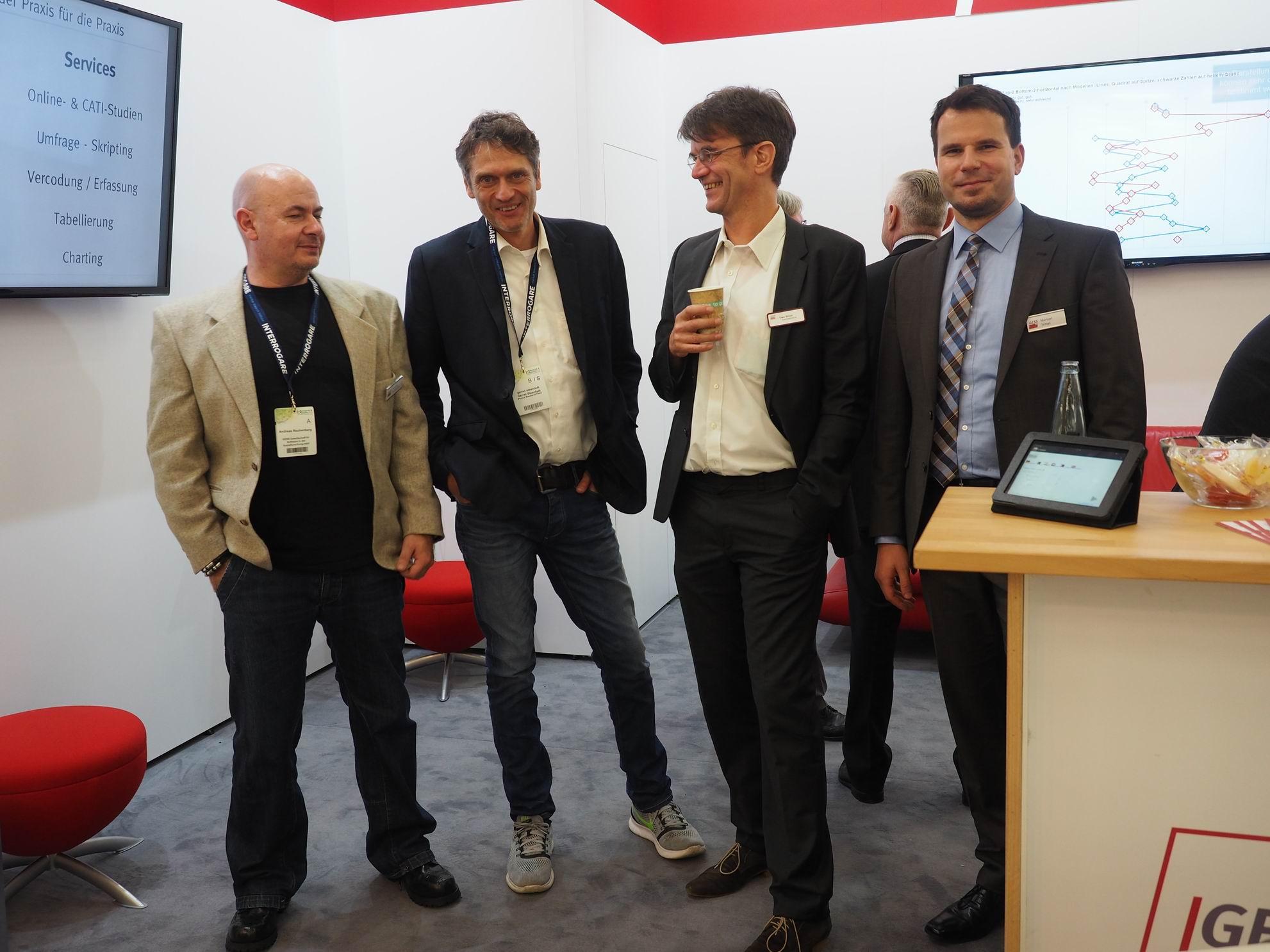 Andreas Rechenberg, Uwe Stüve und Manuel Trittel mit Gerret Steenfadt (Geschäftsführer der Phone Research Field GmbH) bei der Research & Results 2016